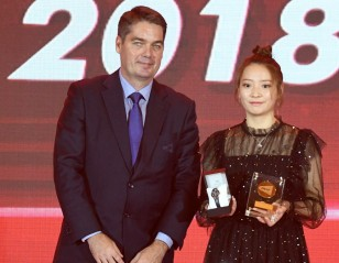 Year-End Honours for Minions, Huang Yaqiong