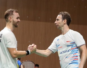 'Give Each Other a Smile – the Badminton is Better'