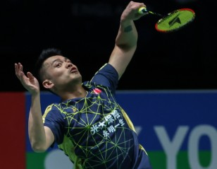 All England: Wily Lin's Lesson for Young Aspirant